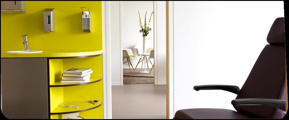 Dr. Fabian Wolfrum - Behandlungszimmer und Durchgang - Anna Klemm Photography